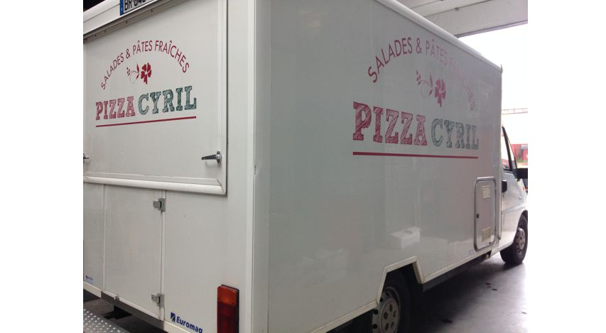 Camion de pizza lettrage